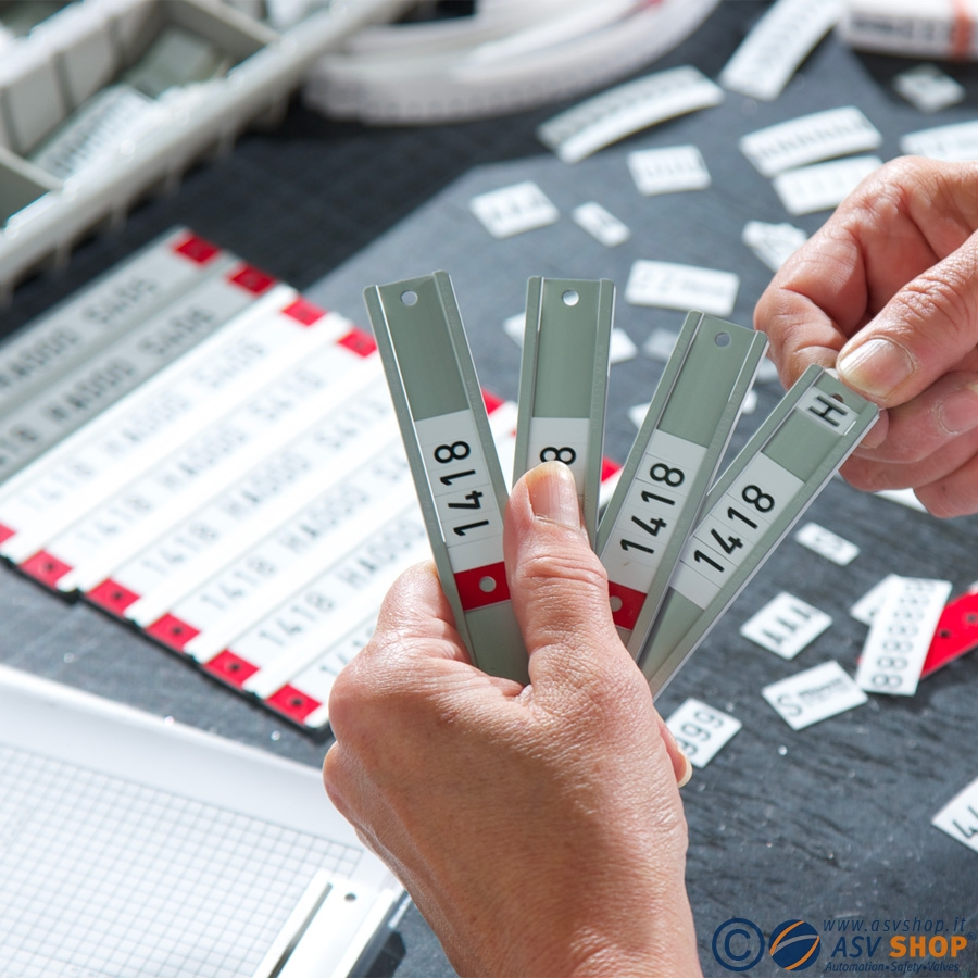 Etichette componibili su binari